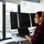 Bureau réglable et station de travail réglable : les différences